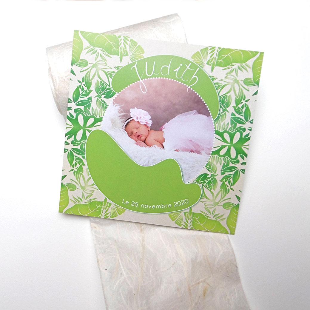 Un faire-part de naissance bébé dans un écrin de verdure